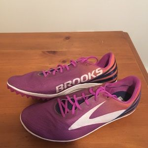 Brooks Mach 17 Spikeless Track and Field Shoes